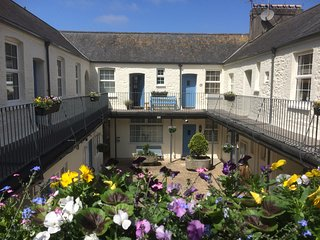 Charming Picturesque Chic Mews Apartment Steps From Torquay Harbour