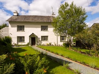 Roger Ground House: Self Catering Holiday Cottage (Sleeps 10) with Wi-Fi