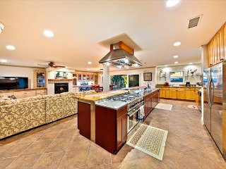 Estate in Wine Country - Professional Chef Kitchen, Private Pool/Jacuzzi, AC