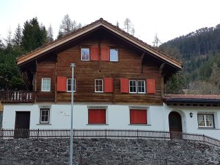 Traditional and Modern Chalet in the heart of Klosters-Platz !