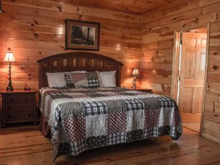 6BR Pigeon Forge Cabin w/View, Gameroom & Tot Tub!