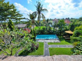 HUGE 3 Bed Villa 5 mins to coolest Canggu Beach