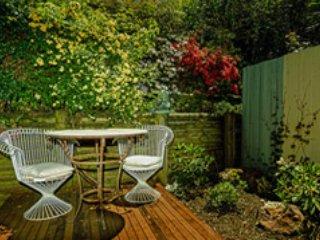 Vie privée partagée que par un jardin vert et de plus en plus