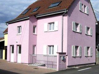 Residence jaune et rose #18117.1
