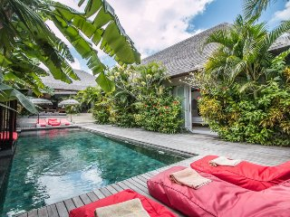 La Banane, 5 Bedroom Villa+Chef, Peaceful Tranquility, 5 mins from Seminyak.