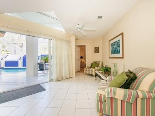 8800CC. Lovely 3 Bedroom 3 Bath Villa with Courtyard Style Pool Area