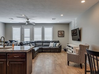 New Listing!  3 bed town home in Coral Ridge Sleeps 12!