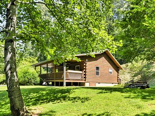 2BR Bryson City Cabin on Creek w/Hot Tub!