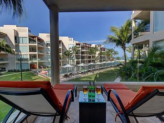Amazing and Unique 2 Bedroom Ground Floor Condo *Ocean View *Private Beach