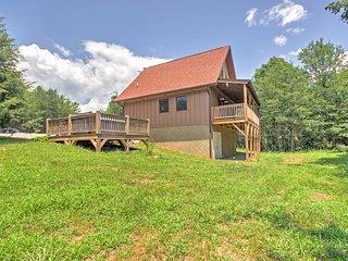 Cozy 'Fox Ridge Cabin' On 4 Acres w/ Hot Tub!