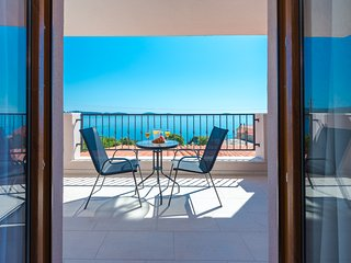 Apartments Villa Made 4U - Comfort One Bedroom Apt with Balcony and Sea View