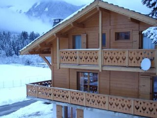 Premier Chalet & hot tub, Montriond / Morzine ski France & Switzerland