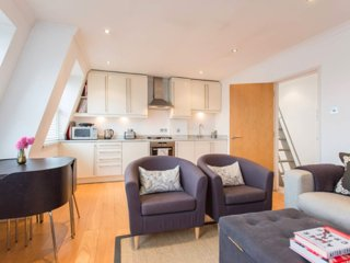Light and modern 2 bed flat in Notting Hill