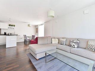 Superb modern flat sleeps 6 with balcony!