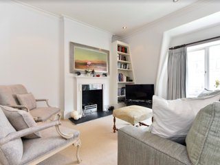 Tranquil flat moments from buzzing Sloane Square