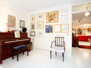 Beautifully decorated 2bed flat with large terrace
