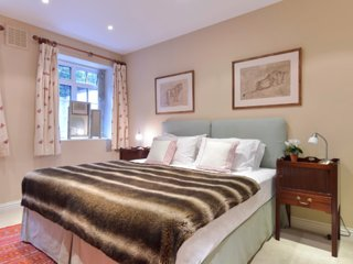 Peaceful 1 bd flat off Sloane Square, with terrace