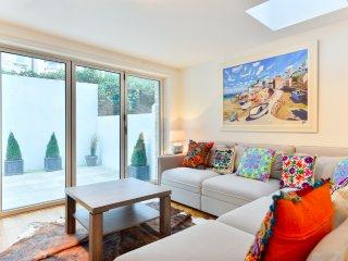 Picturesque Fulham flat, accommodates 4