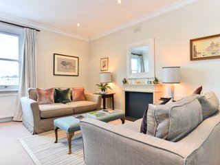 Luxurious 2-bed flat in upmarket Kensington