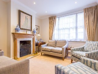 Stylish 3 bed house - 2 minutes from Baker Street!