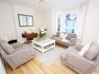 Bright, cheerful 3 bd in Battersea, near the river