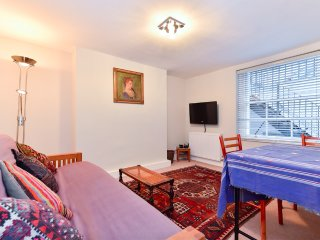 Flat near Kings Cross and Camden Town sleeps 4