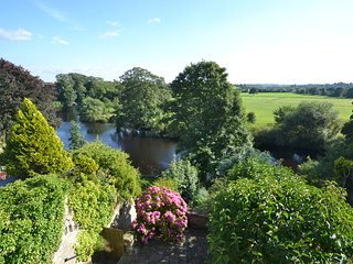 Lovely 2 bed riverside cottage in the heart of historic market town of Wetherby