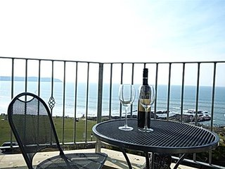 6 Belmont Court Sunny seafront apartment with balcony and wondeful views