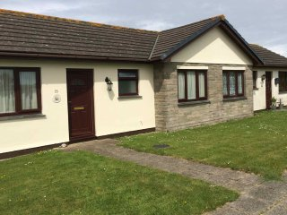 Sunset Cottage 2-Bedroom Self-Catering Holiday Bungalow Sleeps 4