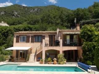 Villa Beauvallon - sun drenched, air conditioned villa in stunning location