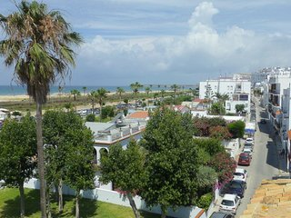 Conil playa: bonito, luminoso ¡vistas al mar! Bright, sunny, great location!