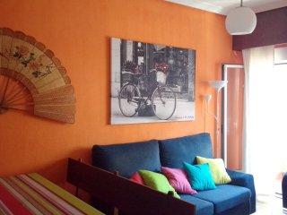 Se alquila precioso piso totalmente equipado con 3 dormitorios.