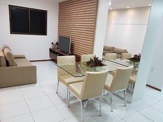 Bonito quarto e sala na Ponta Verde, completo, 7min da praia, WI-FI, Garagem