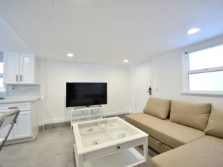 Gorgeous & Modern Apartment in Prime Location - Fully Stocked!
