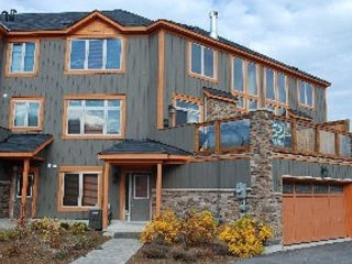 Stylish 3 bedroom chalet with mountain view - Fall Special -  Couples massage