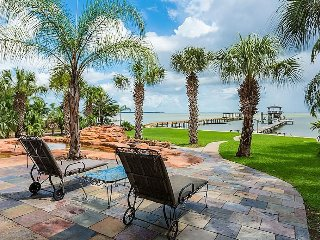 Affordable Family Peace and Tranquility in Kemah 2 Bed, Full Bath. Ocean Views