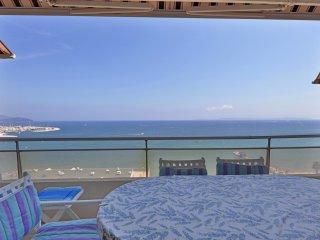 La plus belle vue sur la baie du Lavandou ! Pour 4 à 6 personnes