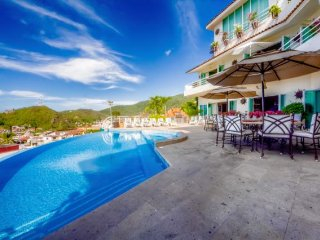 7 br luxury villa in upper Amapas location, great for groups!