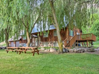NEW! 'Cub River Lodge' 5BR Preston Cabin-Sleeps 49!