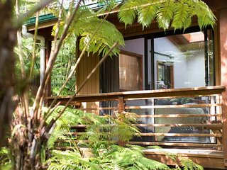 Hikers Rainforest Retreat, Near Volcanoes National Park Entrance