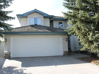 Whitemud Hills Executive Home away from home