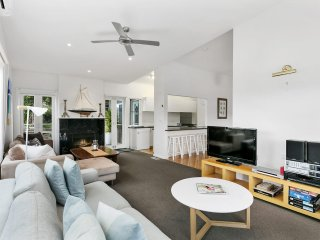 Tallarook Beach House: very close to bay