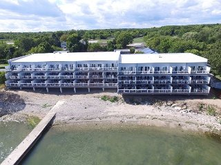 Incredible New Put-in-Bay Condo - 2 Floors, 4 BR on the Water - 12 ppl max