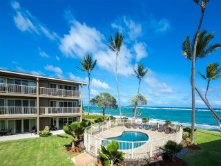 Dreamy Pacific+Pool View! Lanai, Chic Kitchen, WiFi, Den, AC–Kauai Kailani K105