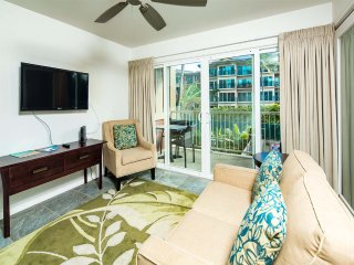 High-Style Suite w/Gourmet Kitchen, Lanai, Private Den, WiFi–Kauai Kailani K215