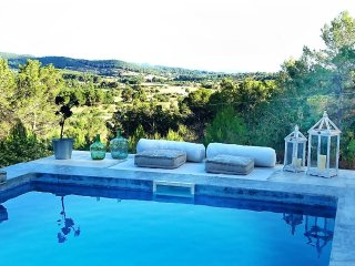 BEAUTIFUL VILLA WITH POOL AND VIEWS