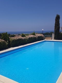 Sea view shared swimming pool (1)