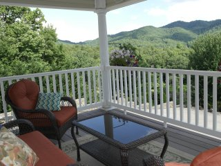 Mountain View Getaway Close to Black Mountain & Asheville  - RIPA ALTO