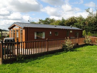 The Locksley Self-Catering Lodge in Ravenshead at Fairview Farm Sleeps 4