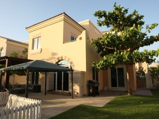 Huge Villa with Outdoor Jacuzzi near Golf Course